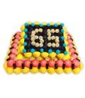 Gâteau d'anniversaire fruits et réglisse en bonbons avec l'âge
